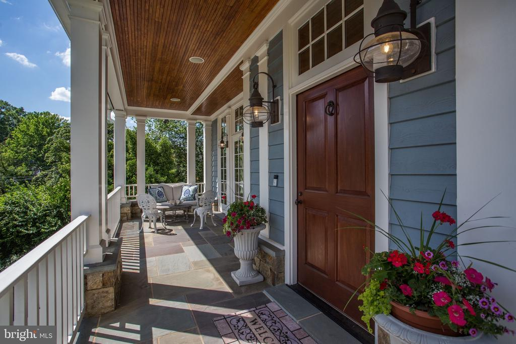 Welcoming Covered Front Porch - 3305 N ALBEMARLE ST, ARLINGTON