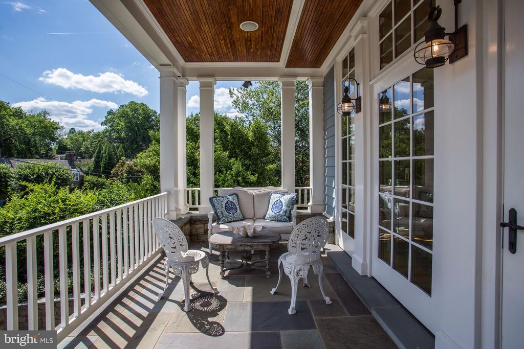Wide Front Porch with Room for Sitting - 3305 N ALBEMARLE ST, ARLINGTON