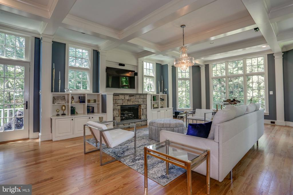 Family Room with Gas Fireplace - 3305 N ALBEMARLE ST, ARLINGTON