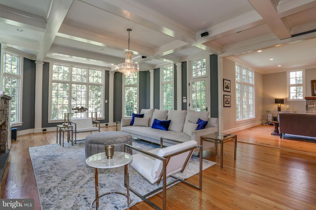 Family Room with Floor to Ceiling Windows - 3305 N ALBEMARLE ST, ARLINGTON