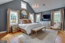Master Bedroom with 15' Vaulted Ceiling - 3305 N ALBEMARLE ST, ARLINGTON