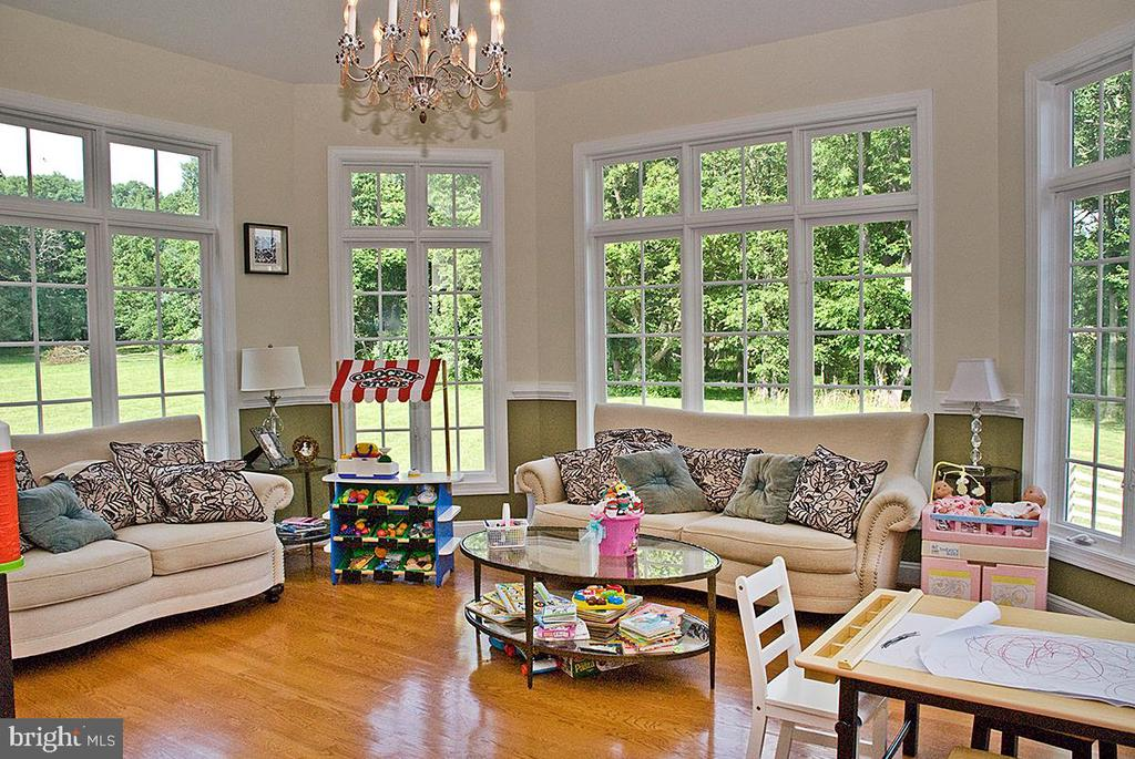 Sun Room adjacent to kitchen - 20280 GILESWOOD FARM LN, PURCELLVILLE