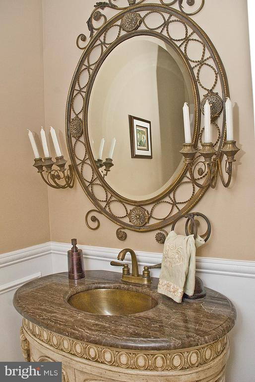 Guest Powder Room - 20280 GILESWOOD FARM LN, PURCELLVILLE