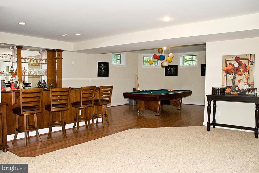 Recreation Room on Walk out Level with Bar - 20280 GILESWOOD FARM LN, PURCELLVILLE