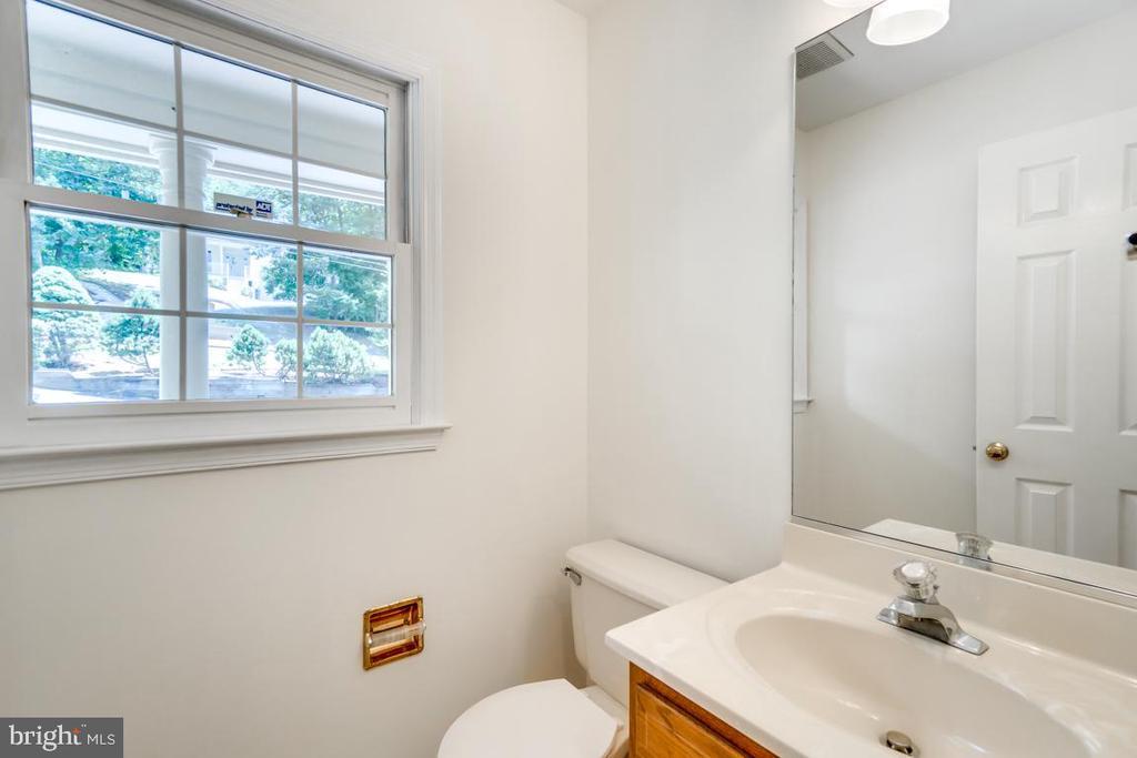 Main Level Half Bath - 2235 AQUIA DR, STAFFORD