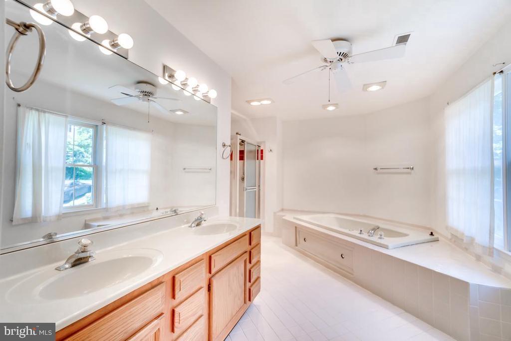 Master Bathroom with Dual Vanity - 2235 AQUIA DR, STAFFORD