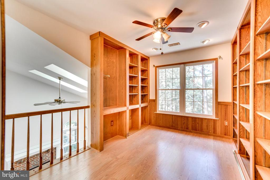 Library with Open Overlook into Family Room - 2235 AQUIA DR, STAFFORD