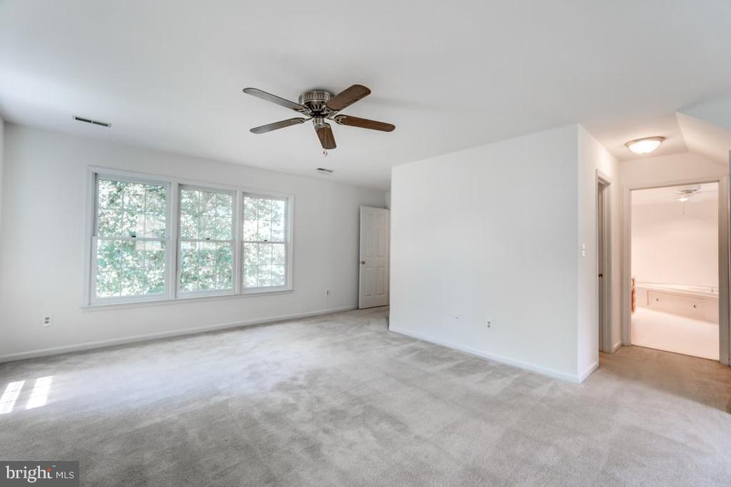 Large Master Bedroom with Walk- in Closet - 2235 AQUIA DR, STAFFORD