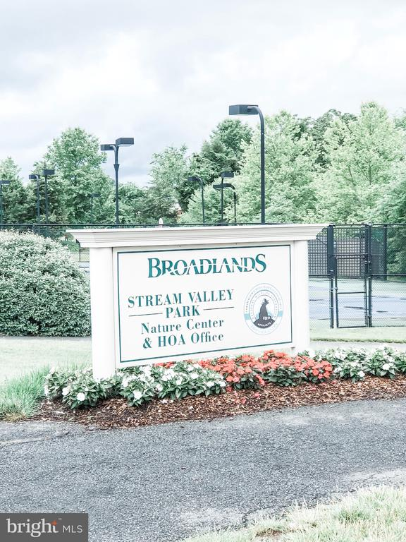 Beautiful Fitness Trails throughout the Community - 43113 HUNTERS GREEN SQ, BROADLANDS