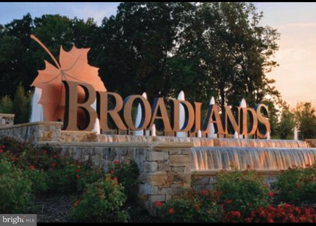 A Community filled with Nature & Beauty - 43113 HUNTERS GREEN SQ, BROADLANDS