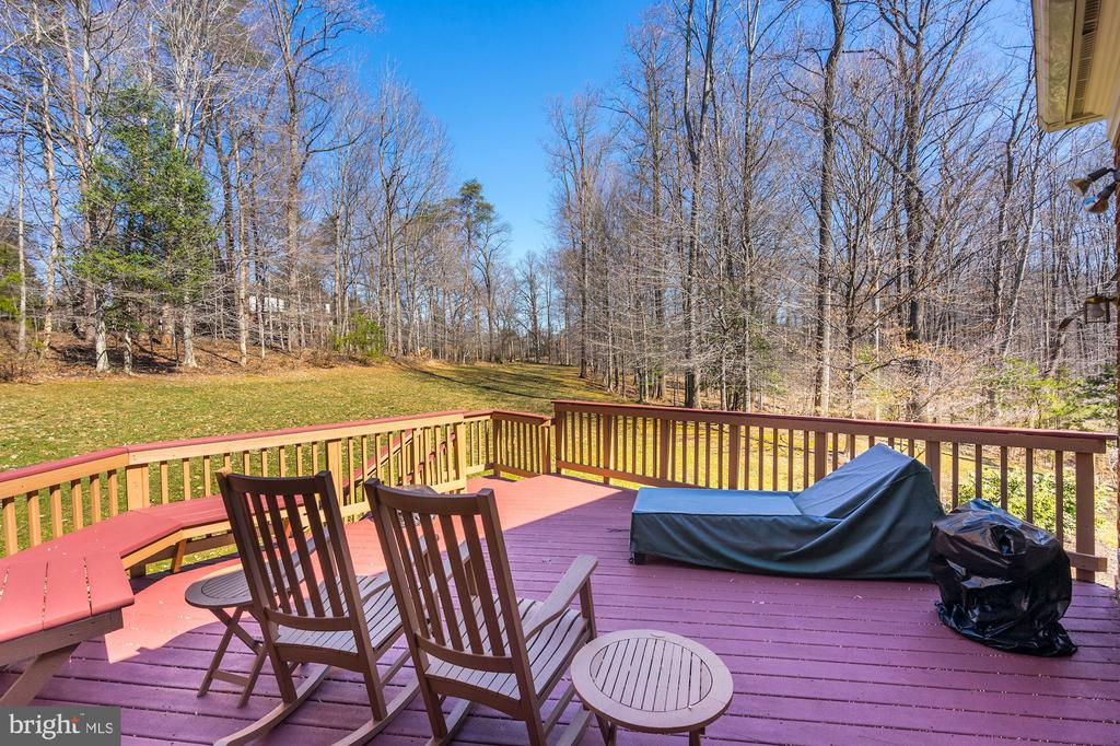 Private lot overlooking wooded area - 3150 ARIANA DR, OAKTON