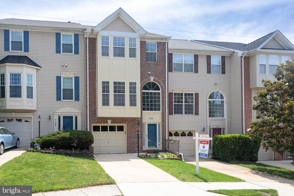 5185  BALLYCASTLE CIRCLE, one of homes for sale in Kingstowne
