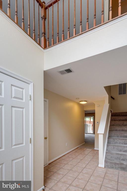 2 Story Foyer - 5185 BALLYCASTLE CIR, ALEXANDRIA
