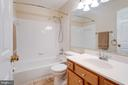Shared Hall Bath - 5185 BALLYCASTLE CIR, ALEXANDRIA