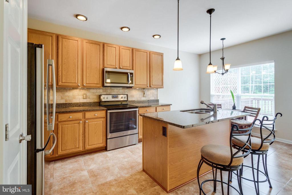 Kitchen w/ Recessed Lights - 5185 BALLYCASTLE CIR, ALEXANDRIA
