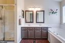 En suite master Bath w/ Sep Shower & Soaking Tub - 5185 BALLYCASTLE CIR, ALEXANDRIA