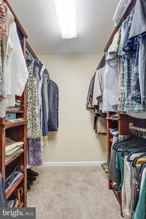 Walk In Closet w/ Organizers - 5185 BALLYCASTLE CIR, ALEXANDRIA