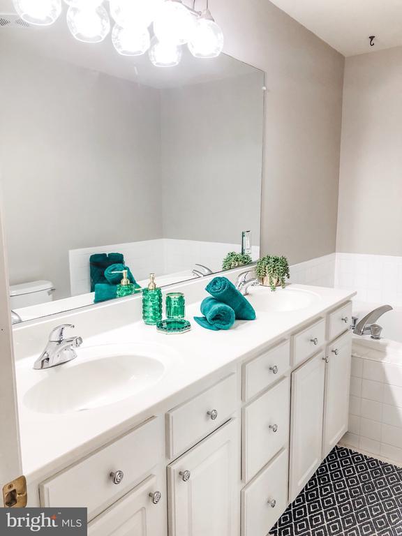 Master Bathroom - 43113 HUNTERS GREEN SQ, BROADLANDS