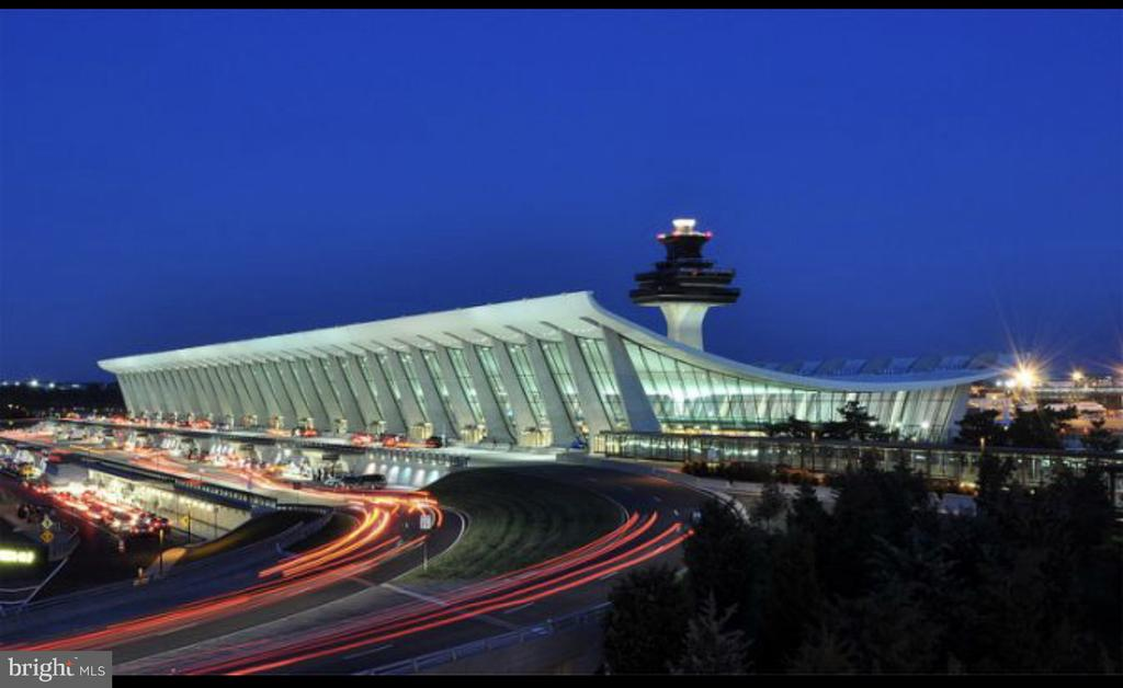 10 Minutes to Dulles Airport IAD - 43113 HUNTERS GREEN SQ, BROADLANDS