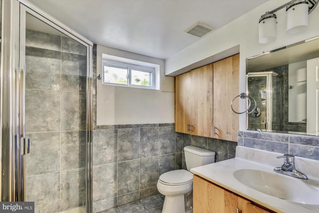 Lower Level Full Bathroom - 398 N EDISON ST, ARLINGTON