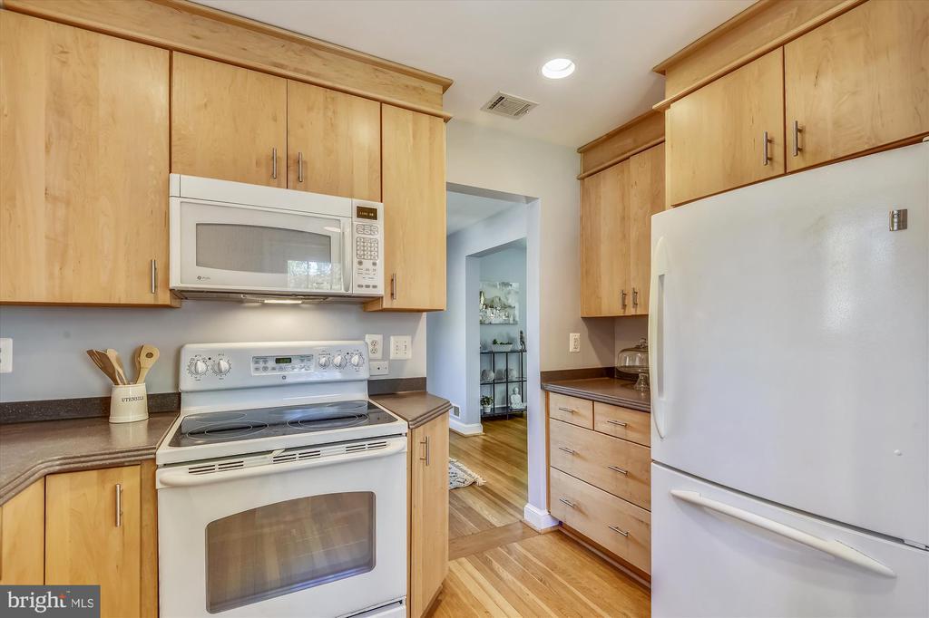 Fabulous Updated Kitchen - 398 N EDISON ST, ARLINGTON