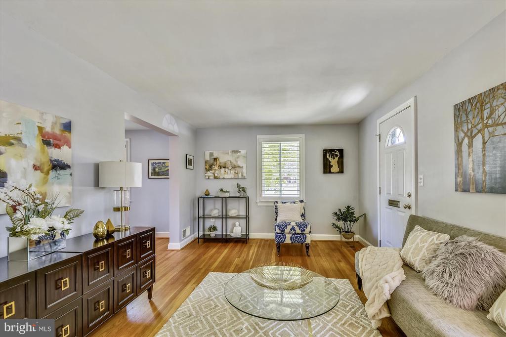 Living Room with Gleaming Wood Floors - 398 N EDISON ST, ARLINGTON