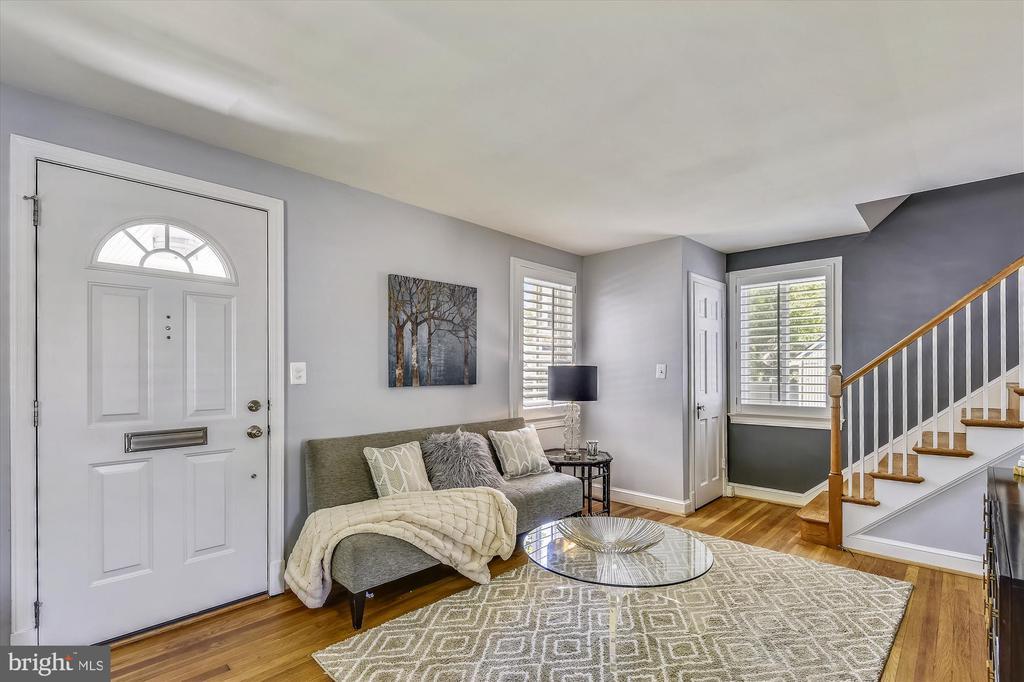 Sun-Filled Living Room - 398 N EDISON ST, ARLINGTON