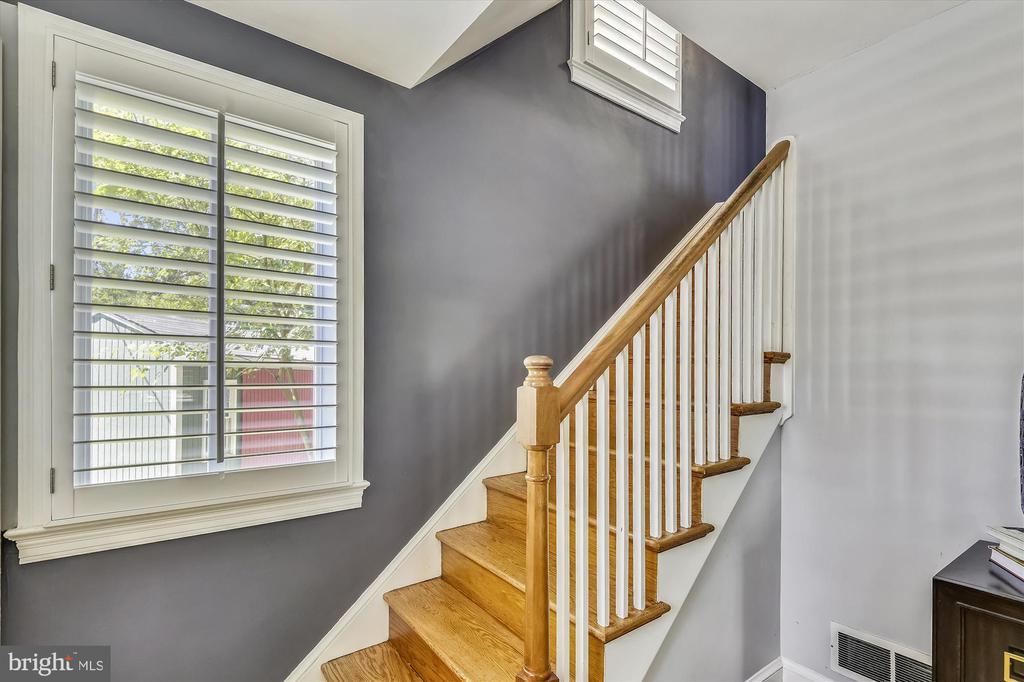 Stairway to Upper Level - 398 N EDISON ST, ARLINGTON