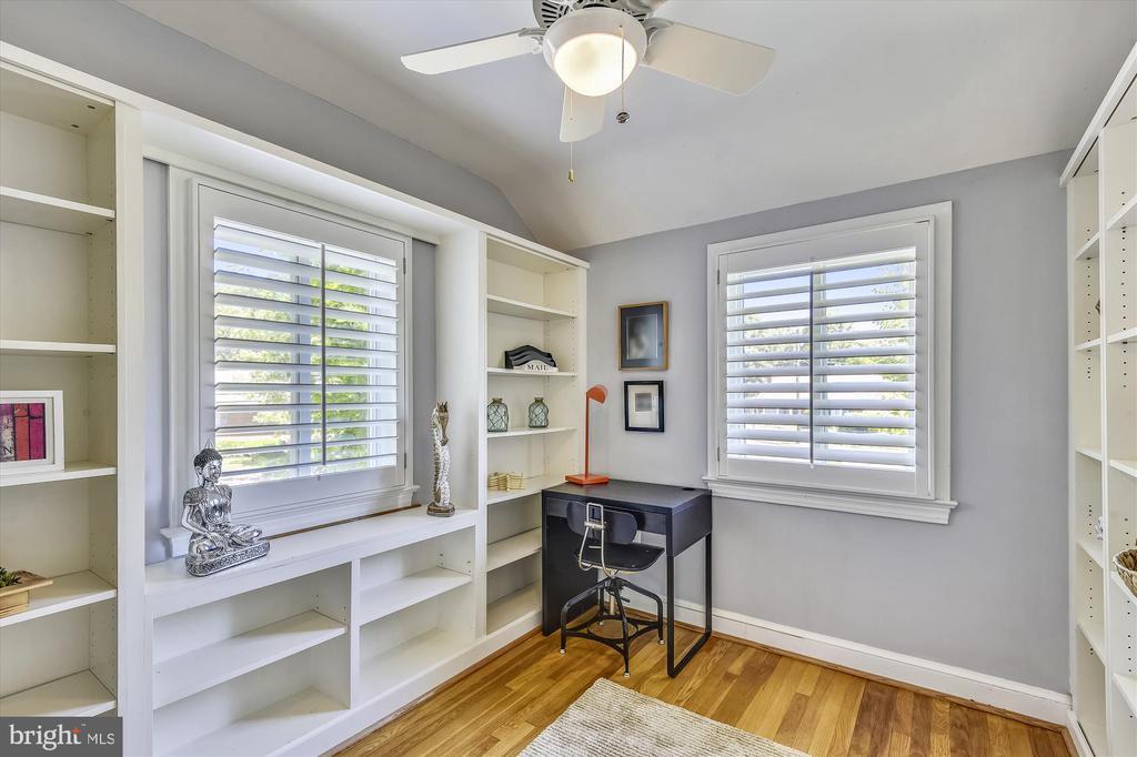 Third Bedroom with Custom Built-Ins - 398 N EDISON ST, ARLINGTON