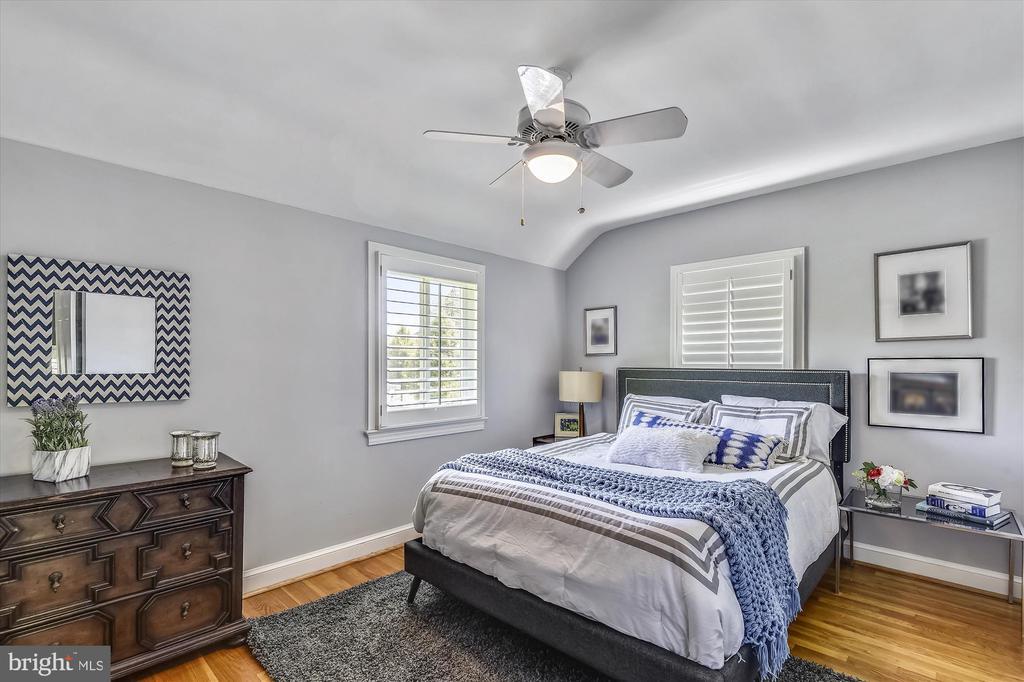 Master Bedroom - 398 N EDISON ST, ARLINGTON