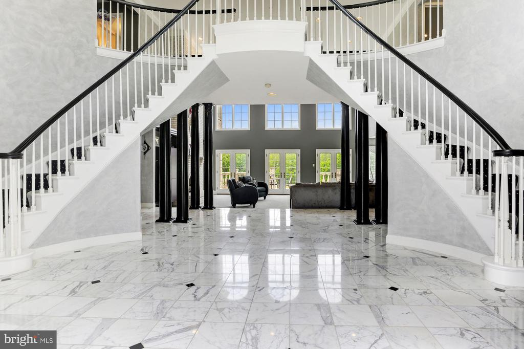Grand Curved Stairs Frame Golf Course Views - 3627 BROADLEAF CT, GLENWOOD