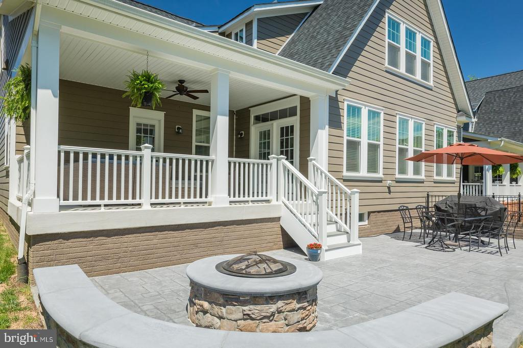 Check out this patio and covered porch! - 17152 GULLWING DR, DUMFRIES