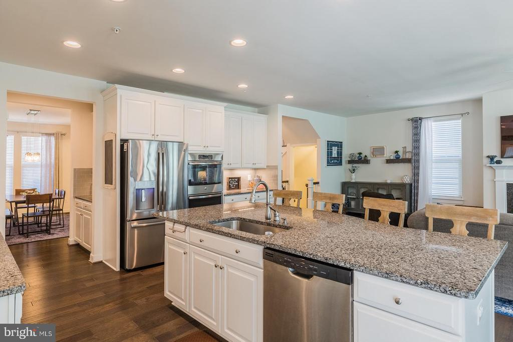 The cook can see everyone! - 17152 GULLWING DR, DUMFRIES