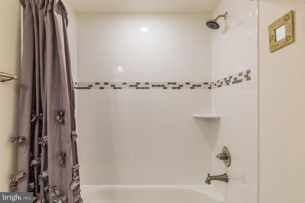 Full bath in basement - 17152 GULLWING DR, DUMFRIES