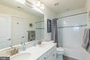 Hall bath with dual sinks - 17152 GULLWING DR, DUMFRIES