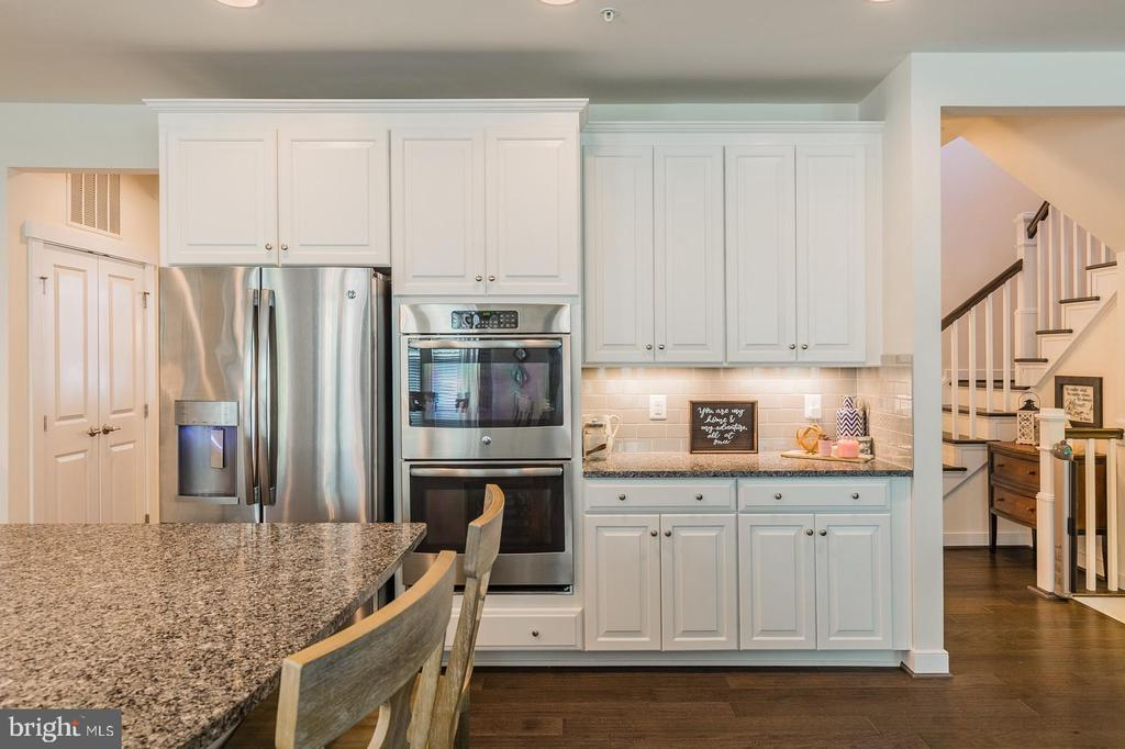 This home was built with entertaining in mind - 17152 GULLWING DR, DUMFRIES