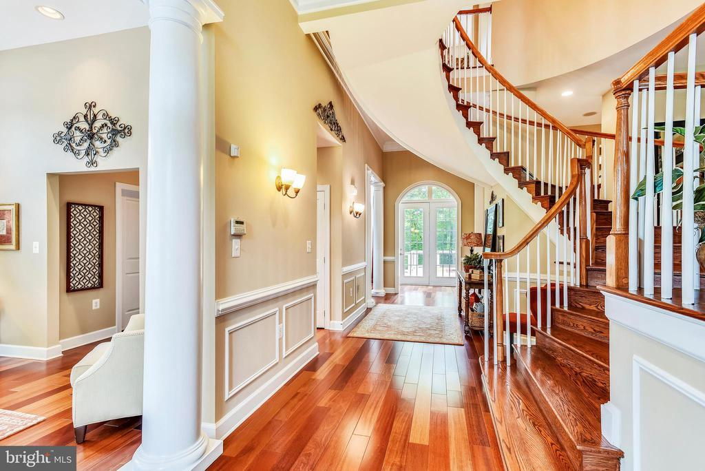 Entry Foyer with circular staircase - 18192 SHINNIECOCK HILLS PL, LEESBURG