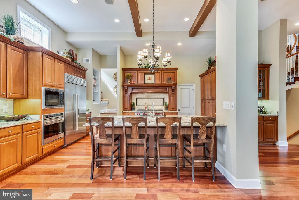 Open/spacious Chef's Kitchen - 18192 SHINNIECOCK HILLS PL, LEESBURG