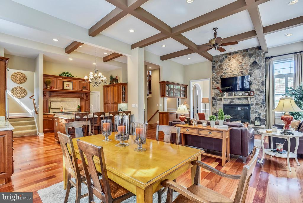 Breakfast Room open to Kitchen & Family Room - 18192 SHINNIECOCK HILLS PL, LEESBURG