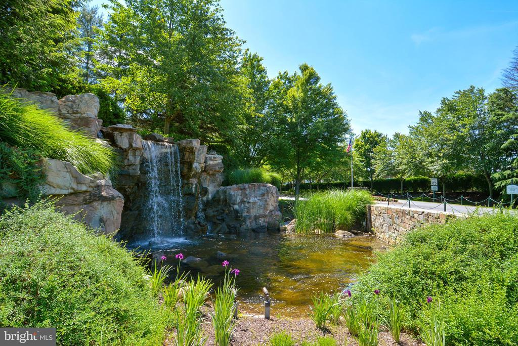 River Creek Entrance Waterfall - 18192 SHINNIECOCK HILLS PL, LEESBURG