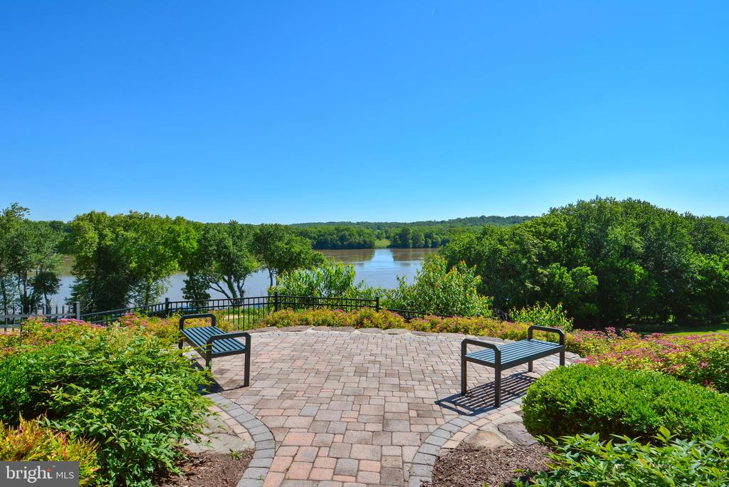 River Creek Community Scenic Vista - 18192 SHINNIECOCK HILLS PL, LEESBURG