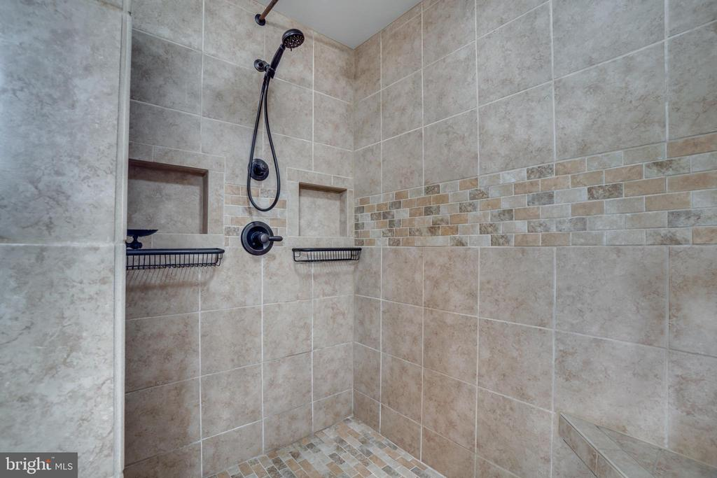 Luxurious Master Bath shower - 700 WOODEN BRIDGE DR, PURCELLVILLE