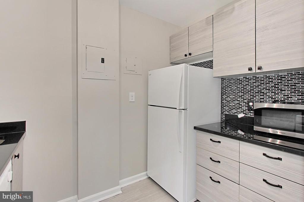 Designer cabinets and floor - 1021 ARLINGTON BLVD #419, ARLINGTON