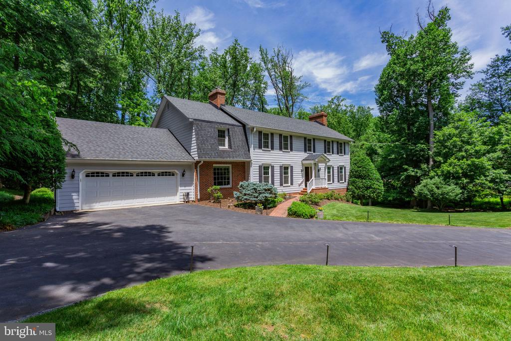 Attached two car garage, with storage space - 1044 RECTOR LN, MCLEAN