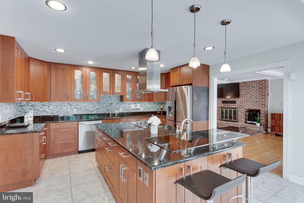 perfect for entertaining - 1044 RECTOR LN, MCLEAN