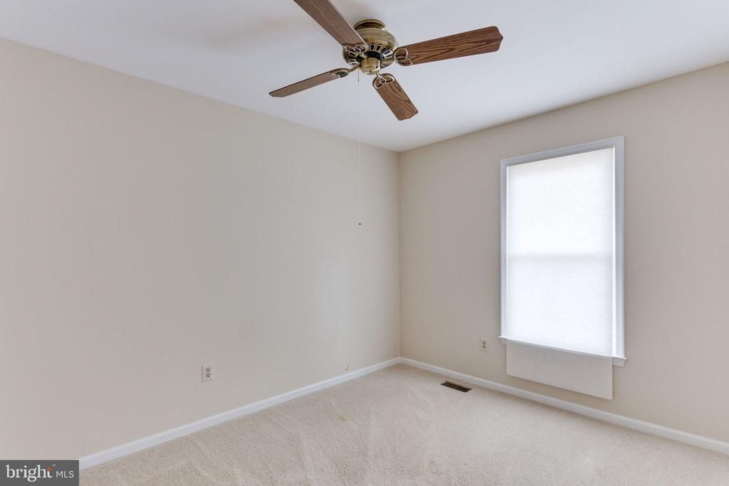 Bedroom 4 with ceiling fan - 9815 WINTERCRESS CT, VIENNA