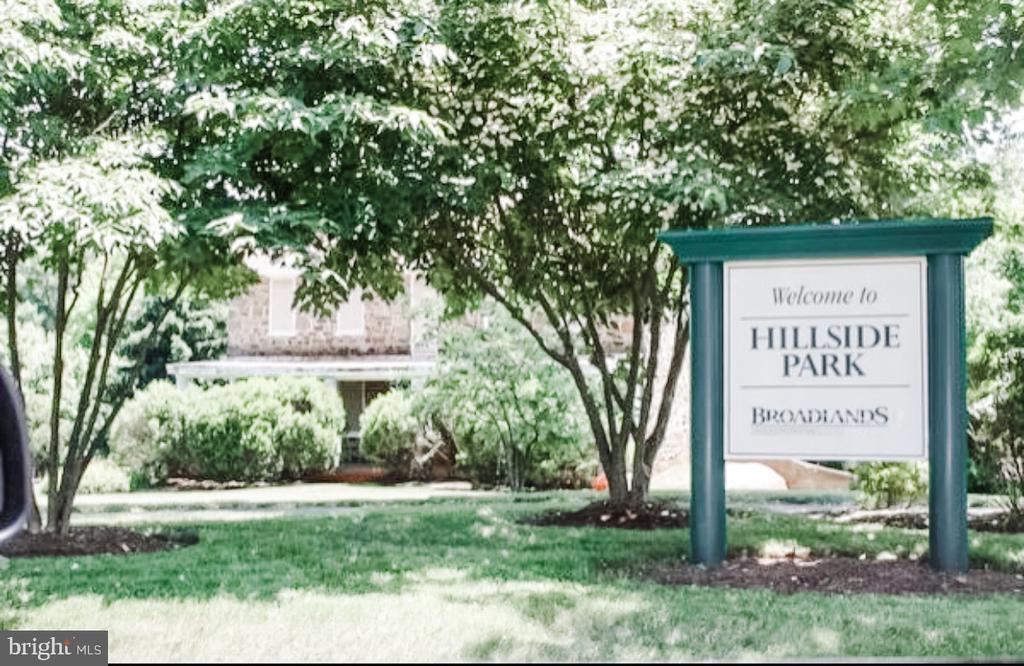 Hillside Park - trails, playground & concert site - 43113 HUNTERS GREEN SQ, BROADLANDS