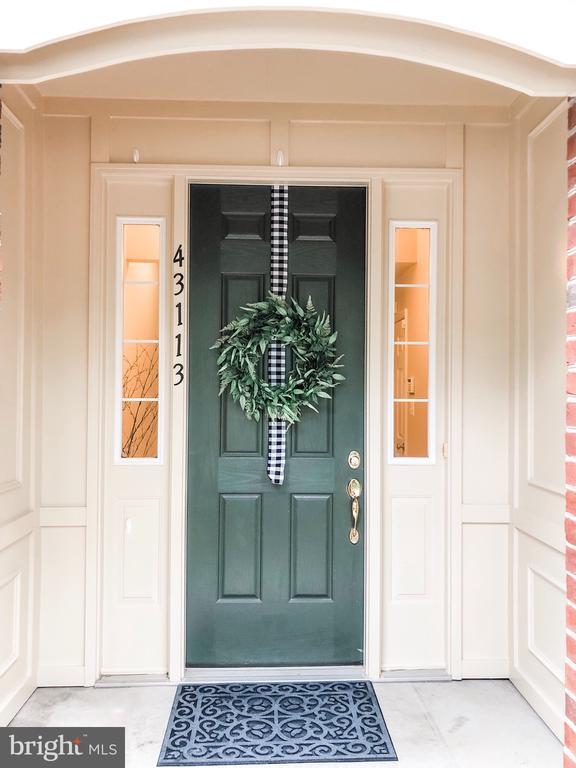 Beautiful Entry Alcove - 43113 HUNTERS GREEN SQ, BROADLANDS