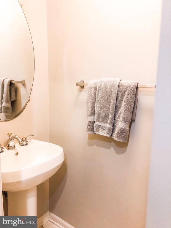 Half Bath - 43113 HUNTERS GREEN SQ, BROADLANDS