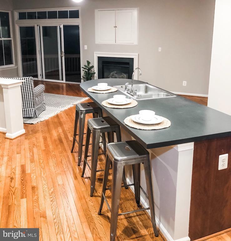 Kitchen & FR Combo - 43113 HUNTERS GREEN SQ, BROADLANDS
